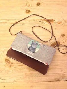 Los bolsos de Carlalluna son una invitación a soñar.Los diseños únicos, llenos de motivos delicados, relacionados con la naturaleza, lo vintage y lo naïf. Están fabricados a mano con cuero ecológico, #carlalluna #bags #barcelonahandmade #customizables #cat @loveanimals