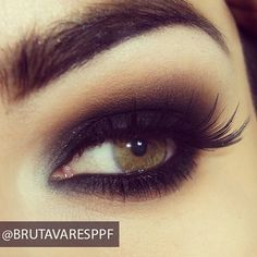 Basic black smokey eye!        Aline. ♥