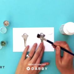 Glitter Code Your Keys Life Hacks - Darby Smart - Photo 5 Minute Crafts Videos, 5 Min Crafts, Diy Crafts Videos, Diy Videos, Diy And Crafts, Easy Crafts, Summer Crafts, Holiday Crafts, Arts And Crafts
