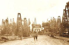 Los Angeles City oil field in the 1890s. Courtesy of the California History Room, California State Library, Sacramento, California.