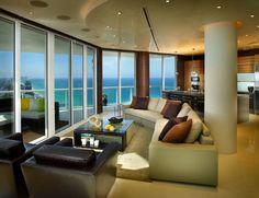 Baies vitrées et fenêtres de haut en bas dévoilant une vue magnifique sur la mer