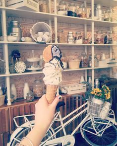 Cutest gelato place I am in love! 😋🍦💐🏛@don_nino_roma #donnino #don_nino_roma #gelato #rome #roma #pantheon #bestgelatoinrome #wanderlust #travel #adventure #italy #italia