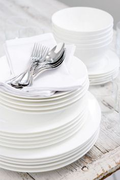 Table decorating ideas White and pure Pop Up Dinner, Dinner Sets, Green Plates, Decorating Ideas, Home And Garden, Pure Products, Table Decorations, Nice, Heart
