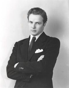 A dapperly attired young Marlon Brando.