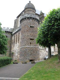 Tour Saint-Michel Eglise de Toucy en bourgogne #Yonne #Puisaye #Bourgogne #Medieval