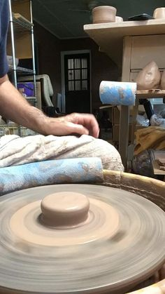 Glazes For Pottery, Pottery Mugs, Pottery Bowls, Ceramic Pottery, Pottery Art, Ceramic Tools, Ceramic Clay, Pottery Wheel Diy, Pottery Lessons