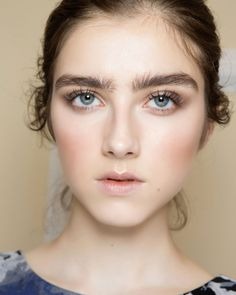 Bushy brows low blusher and a brown smokey eye makes for a natural wedding make-up look that enhances your god-given features. - May 04 2019 at Wedding Makeup Tips, Wedding Beauty, Bridal Makeup, Wedding Hair, Fall Wedding, Blusher Makeup, Blusher Tips, Wedding Make Up Inspiration, Makeup Inspiration