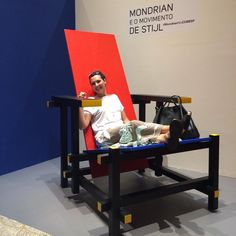 #mondrian #cultura #arte #artlovers #bancodobrasil #familia10 #amomuito #design #designgigante #culture #chair #designchairs #giantchair
