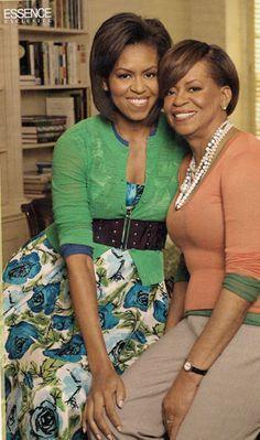 First Lady Michelle Obama and her mom. Love this picture, love Michelle :))) Michelle Obama Fashion, Barack And Michelle, Tilda Swinton, Joe Biden, My Black Is Beautiful, Beautiful People, Beautiful Ladies, Ute Lemper, Durham