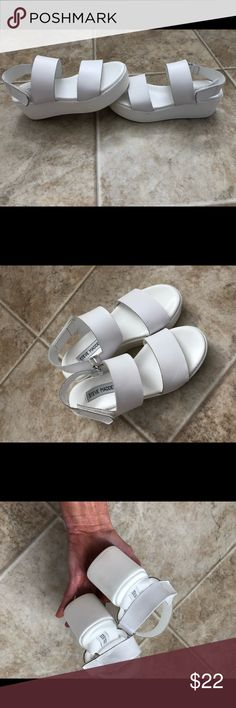 Steve Madden white Sandals shoes platform sz5 fab By Steve Madden These little shoes are adorable, new trendy style, white with white platform sole, velcro closure. Size 5. In exceptional condition worn only a few times Steve Madden Shoes Sandals