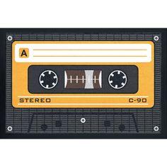 Wycieraczka Tape   Wzór: kaseta magnetofonowa. Gumowane krawędzie. Do użytku na zewnątrz i we wnętrzu. Wymiary: około 60 x 40 cm. Można prać w temperaturze 30 stopni C.