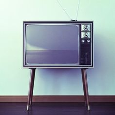 old TV's  Had one like this in 1967.  We had a leeky ceiling above us,  and the water would fall into the back of the set.  funny  that set lasted so many years. Black and White set........