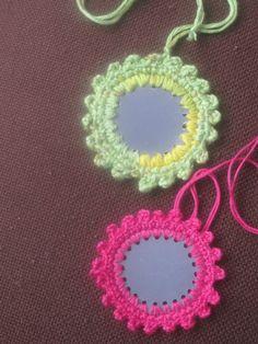 Virkattu heijastin Christmas Fair Ideas, Christmas Gifts, Stuff To Do, Knit Crochet, Crochet Earrings, Make It Yourself, Knitting, How To Make, Cards