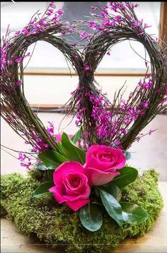 Stunning Valentine's Floral Arrangement Ideas .Read More. Valentine's Day Flower Arrangements, Rosen Arrangements, Flowers Vase, Modern Floral Arrangements, Flowers Garden, Diy Flowers, Deco Floral, Arte Floral, Floral Design