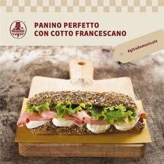 """Oggi #pranzodomenicale in stile pic-nic primaverile, con un set di """"panini perfetti"""" a base di prosciutto cotto Francescano. Gli ingredienti consigliati dallo chef sono: 1 ciabatta di grano duro; pomodori secchi 3 pz; prosciutto cotto in brodo """"Francescano""""; patè di olive 1 cucchiaio; 2 foglie di lattuga. Buon appetito! Prosciutto Cotto, Panini Sandwiches, Olive, Ciabatta, Chef, Fett, Bruschetta, 3, Tacos"""
