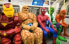 18 Cosplayers Doing Everyday Things - cosplay, funny, costumes, geek, nerd - Oddee Bizarre Pictures, Funny Pictures, Awkward Pictures, Crazy Pictures, Marvel Memes, Marvel Comics, Marvel Avengers, Spiderman Marvel, Tv Online Ao Vivo