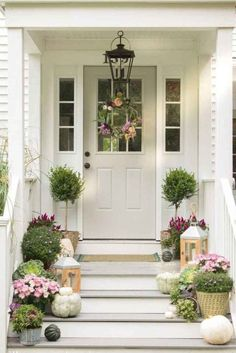 47 Fancy Farmhouse Fall Porch Decor And Design Ideas. awesome 47 Fancy Farmhouse Fall Porch Decor And Design Ideas. Decorating my front porch farmhouse is just one of my favourite things to do! Front Door Entrance, Front Entrances, Front Door Decor, Front Doors, Front Porch Decorations, Fromt Porch Ideas, Diy Front Porch Ideas, Portico Entry, Front Door Porch