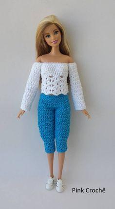 Olá Pessoal, Nesta página vou postar alguns acessórios em crochê para a Barbie. Espero que gostem! ... Crochet Barbie Patterns, Crochet Doll Dress, Barbie Clothes Patterns, Crochet Barbie Clothes, Crochet Doll Pattern, Barbie Et Ken, Barbie Wardrobe, Knitting Dolls Clothes, American Girl Clothes