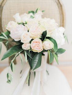 Looking for heat-resistant florals with a classic wedding vibe? Look no further. This gorgeous rose wedding bouquet takes the cake.