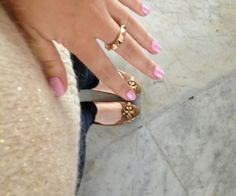 Gouden pulletje, jeans, ballerina's en gouden ringetje. Perfecte outfit!