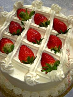 vaniglia e cioccolato: Torta crema Chantilly e Fragole