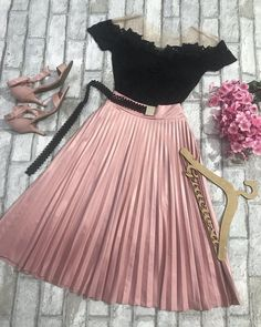 Which is certainly a mini skirts damaged in a calm approach along with a natural best. Cute Skirt Outfits, Cute Skirts, Classy Outfits, Chic Outfits, Beautiful Outfits, Trendy Outfits, Dress Outfits, Dress Up, Mini Skirts
