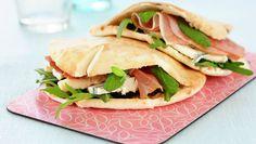 Godbit med spekeskinke Wrap Sandwiches, Pulled Pork, Scones, Muffins, Tacos, Mexican, Ethnic Recipes, Food, Dinner Ideas