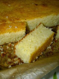 am pus-o in cuptor si cand mi-am aruncat privirea Romanian Food, Romanian Recipes, Delicious Deserts, Sugar Free Recipes, Turkish Recipes, Dessert Recipes, Desserts, Free Food, Banana Bread