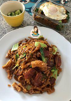 Kwetiaw Goreng Pakai Bahan yang ada di Rumah – Cooking with Sheila Main Menu, Diy Food, Japchae, Meals, Cooking, Ethnic Recipes, Kitchen, Meal, Yemek