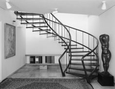 An exposed stairwell, but delicately featured by the curves, even if it seems rudimentarily rounded. The exposure seems modernist but retains something of a finesse by allowing some irregularity in the curve. There is a movement here.