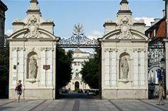 Warszawa, 19.08.2011. Uniwersytet Warszawski – polska uczelnia państwowa, założona w 1816 roku w Warszawie.Nz.  brama główna Uniwersytetu/bp...