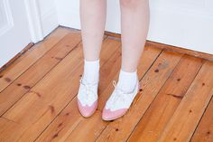 {vintage pink/white oxfords} so pretty!