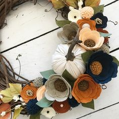 Beautiful felt flowers make up this grapevine wreath Felt Flower Wreaths, Felt Wreath, Felt Garland, Wreath Crafts, Felt Flowers, Flower Crafts, Fabric Flowers, Paper Flowers, Floral Wreath