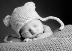 Google Image Result for http://www.blueframe.ca/blog/wp-content/uploads/2010/09/newborn-heads-up-pose-with-hat.jpg