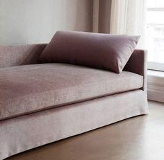 custom chelsea square sofa in pink velvet.Dmitriy & Co. Sofa Furniture, Furniture Design, Furniture Buyers, Casa Wabi, Rosa Sofa, Home And Living, Living Room, Pink Sofa, Blush Sofa