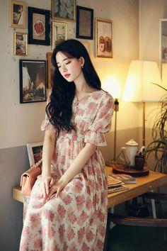 Indian Fashion Dresses, Asian Fashion, Modest Fashion, Fashion Beauty, Fashion Outfits, Stylish Dress Designs, Stylish Dresses, Winter Sweater Dresses, Coffee Girl