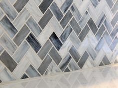 Wohnen Blue-Gray Chevron Glass Mosaic Backsplash How Acoustical Foam Improves Soundproofing Objects Gray Tile Backsplash, Grey Tiles, Backsplash Ideas, Blue Kitchen Backsplash, Kitchen Backsplash Mosaic, Hex Tile, Subway Tile, Kitchen Countertops, Chevron Tile