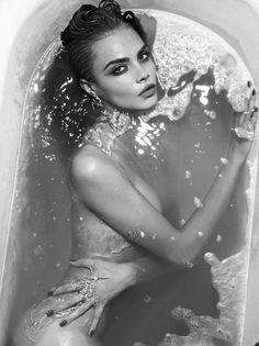 Cara Delevingne looks amazing in this picture x