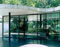オスカー・ニーマイヤー展 《カノアスの邸宅》 Photo: Takashi Homma 2002年 | HAPPY PLUS ART