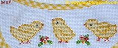 RobyGiup handmade: bavaglino ricamato a punto croce con pulcini - Cross-stitched bib with chicks