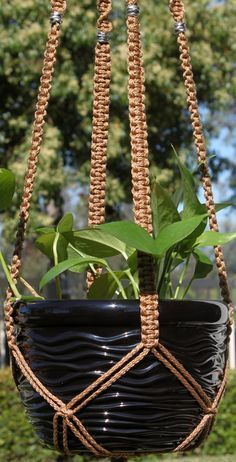A macrame plant hanger is a great idea for any space. Throw it back to style with an adorable macrame plant hanger! Macrame Plant Hanger Patterns, Free Macrame Patterns, Macrame Plant Holder, Plant Holders, Crochet Plant Hanger, Rope Plant Hanger, Macreme Plant Hanger, Macrame Knots, Diy Macrame