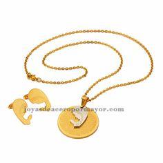 juego de collar fino y aretes de peque?a santa maria en acero inoxidable dorado -SSNEG971423