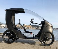 The Norwegian CityQ electric vehicle is a mix between an e-bike and a car. The so-called LEV (Light Electric Vehicle) has four wheels, it can accommodate up to 3 people and a drive system including a motor of power, which is made possible speed of Electric Cargo Bike, Electric Tricycle, Electric Cars, Electric Vehicle, Velo Design, Bicycle Design, Scooter Custom, Custom Bikes, 4 Wheel Bicycle