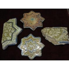 Martin Villena Librero & Anticuario Objet D'art, Brooch, Display, Jewelry, Persian People, Antique Books, Antique Shops, Lens Flare, Tile
