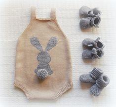 Pin by Mir on Dzianiny Baby Knitting Patterns, Baby Boy Knitting, Knitting For Kids, Baby Sewing, Hand Knitting, Baby Knits, Crochet Motifs, Knit Crochet, Baby Outfits Newborn