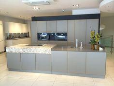 www.loomanskeukens.nl Alno Kitchen, Open Plan Kitchen Dining Living, Flat Screen, Home Decor, Blood Plasma, Decoration Home, Room Decor, Flatscreen, Plate Display