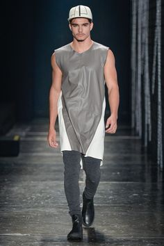 Ratier presented its Spring/Summer 2017 collection during São Paulo Fashion Week.