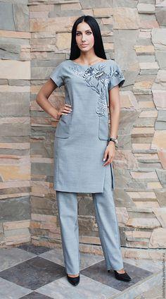 """Купить Элегантный женский костюм """"Осенний туман"""" с вышивкой ручной работы - серый, рисунок"""