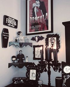 Our Corner Bat Shelves go perfectly with her spooky decor 🖤👻 Im loving those super cool Monster and Bride busts… Gothic Room, Gothic House, Halloween Bedroom, Halloween Ii, Halloween Witches, Goth Home Decor, Gypsy Decor, Memes Arte, Spooky House