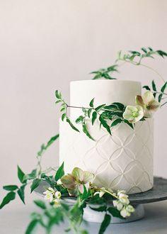 Botanical wedding cake perfect for a Pantone Greenery wedding theme Wedding Cake Fresh Flowers, Floral Wedding Cakes, Wedding Cake Designs, Botanical Wedding, Wedding Cake Inspiration, Simple Weddings, Summer Weddings, Romantic Weddings, Marie